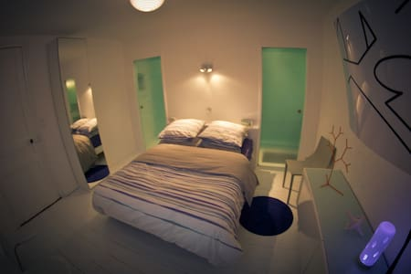 """Chambre """"Design""""   Bed & Breakfast - Tourcoing"""