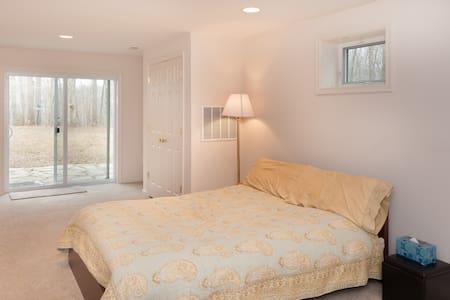 Private Luxury Basement Apartment - レストン