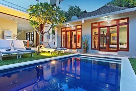Seminyak Cocoon Beach Villa 5 BR