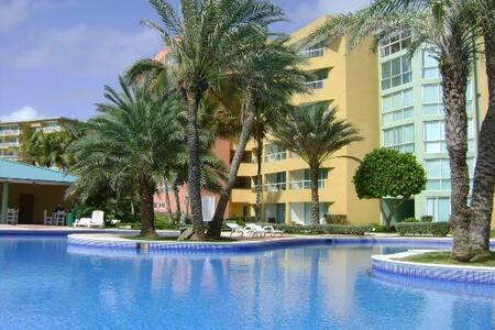 Cimarrón Suites - Playa Parguito - Apartment