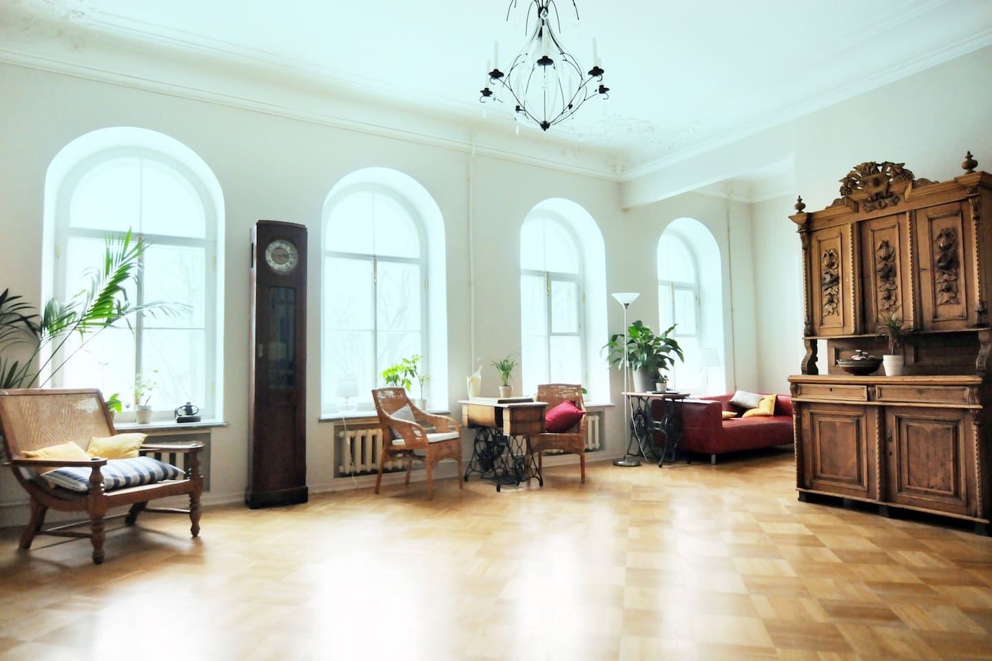 The drawing room and library are for the exclusive use of the Balcony Rooms; the windows overlook the garden of the Academy of Arts