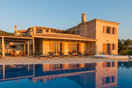 Villa Palace with private pool - Volimes