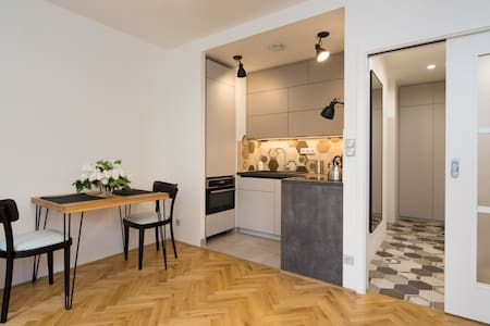 Cozy new studio near Vyšehrad, Prague center - Flat