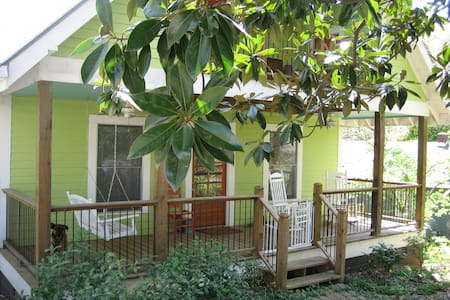 Downtown Athens, UGA: 2-room suite