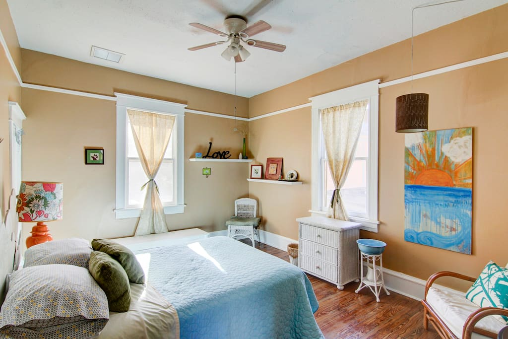 Bright sunny room, full size bed