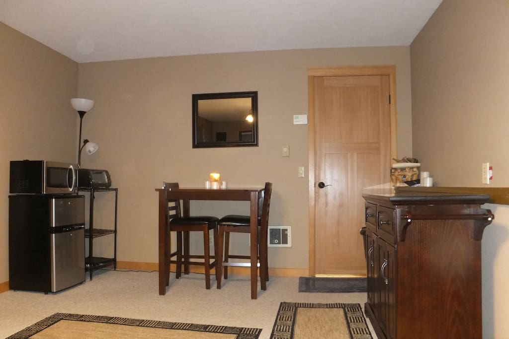 Dining area: microwave, refrig., buffet, etc.