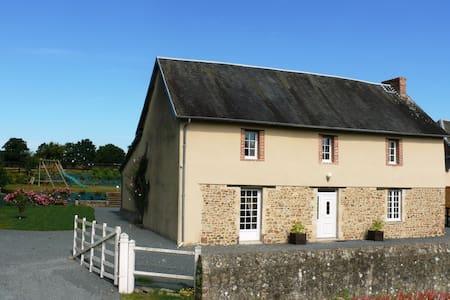 Gîte 3* Marais du Cotentin 1/4h mer - Huis