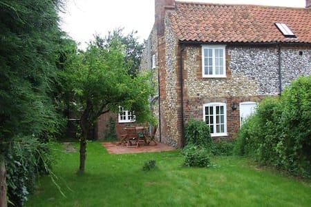 Burnham Market Flint Cottage - House