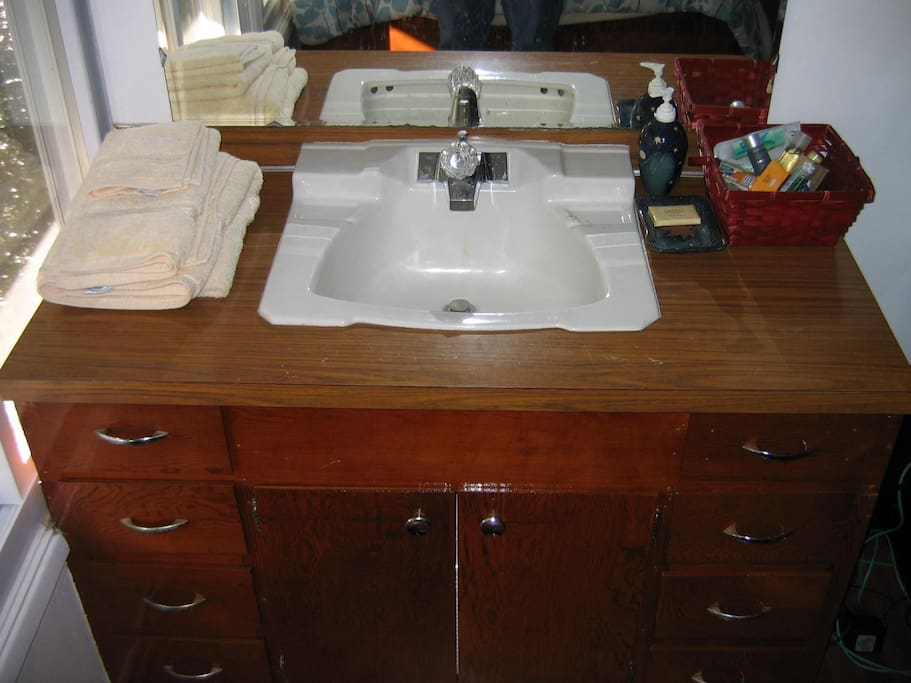 Your Bedroom Sink and Vanity