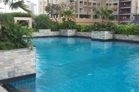 Modern appt with river view/pool - Kondominium
