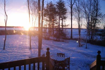 Private Lake House Getaway - Dům