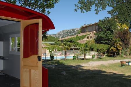 Roulotte dans parc avec piscine - Anduze - Andere