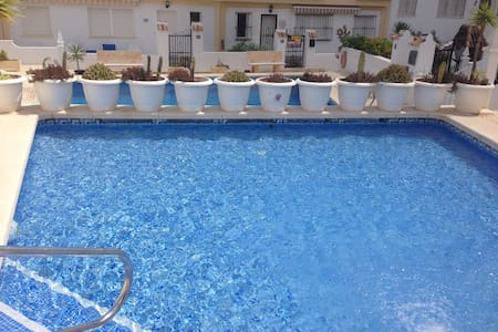 Lovely Bright 2-Bed House metres from Private Pool - Casa
