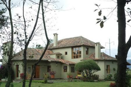 Hermosa Casa Campestre cerca a Bogotá - Tenjo
