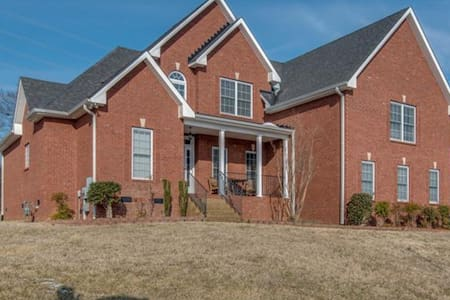 Spacious home 20 minutes from downtown - Hendersonville