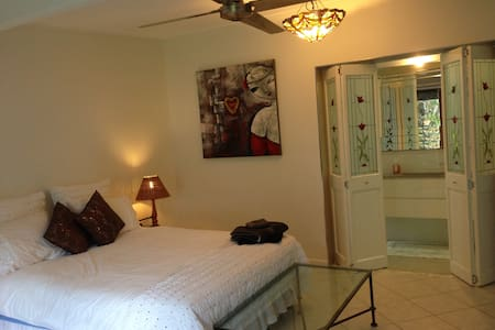 The Orchid Room - Bed & Breakfast