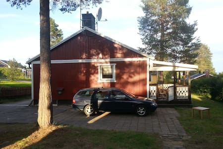 Old Backpackers house in Jokkmokk, bigger room - Villa