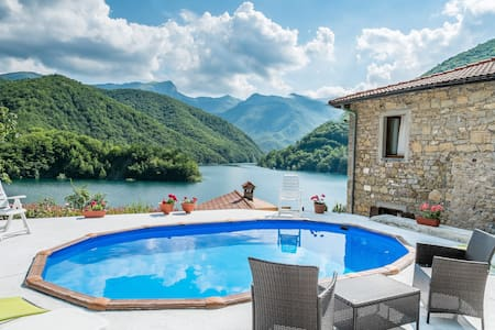 The sweet Life over the lake! - Careggine, Lucca - House