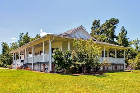Peaceful 2BR Whiteville Home - Whiteville - Maison