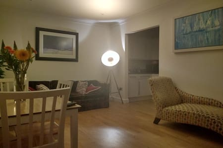 Charming double bedroom in richmond - Apartmen