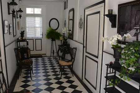 Charming French Townhouse - Beaumont-du-Périgord - Stadswoning