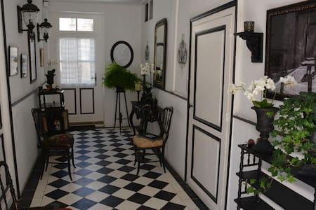 Charming French Townhouse - Beaumont-du-Périgord - Reihenhaus