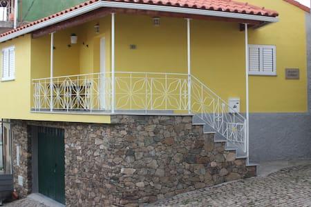 Casa Amarela - Casa