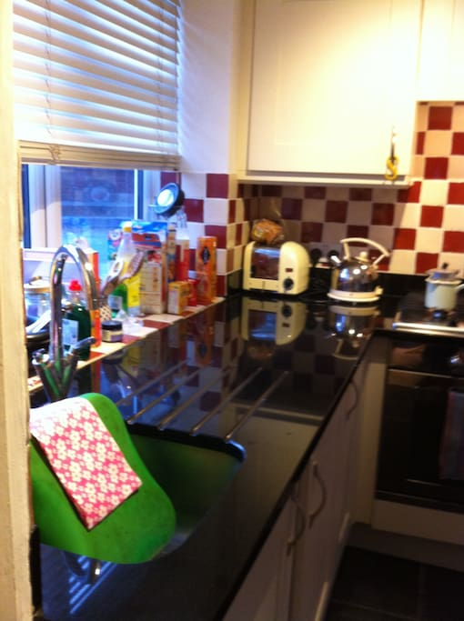 The kitchen. Granite worktop. Gas hob. Self-cleaning oven.