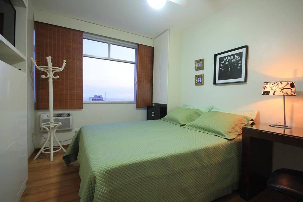 Ar, LED TV embutida em frente a cama, ampla vista mar
