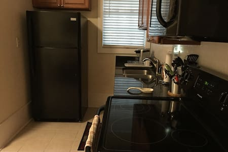 Private apartment with full kitchen - North Charleston - Apartment