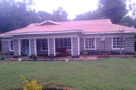 Karibu Kenya - Narok - Hus