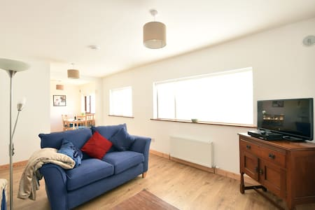 Our comfortable spacious apartment in the centre of Portmarnock has sea views, is near the beach, supermarket and bus routes to the city centre and Dublin airport. Warm, bright, clean, it fits 4/5 and is perfect for visiting Dublin. Full kitchen.