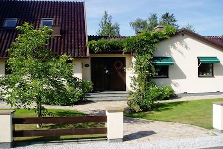 Strandnära - Höllviken - Villa
