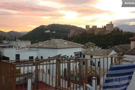 Room in Albaicin, wonderful views!
