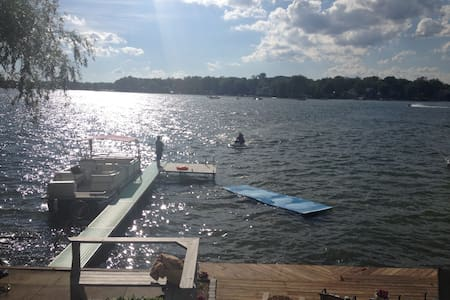 Lake Home RIGHT on the water! - West Bloomfield Township - Huis