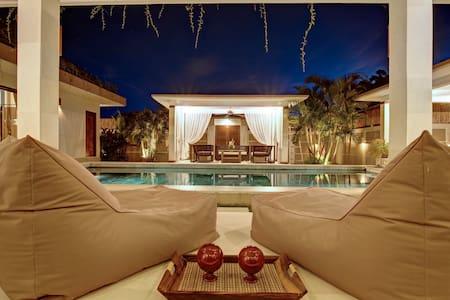 SEMINYAK Superb villa, pool, jacuzzi, bar, garden - North Kuta - Villa
