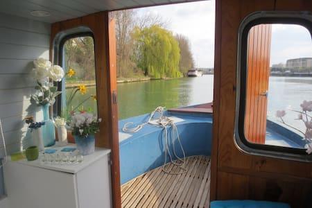 House Boat 20' from Paris - Tekne