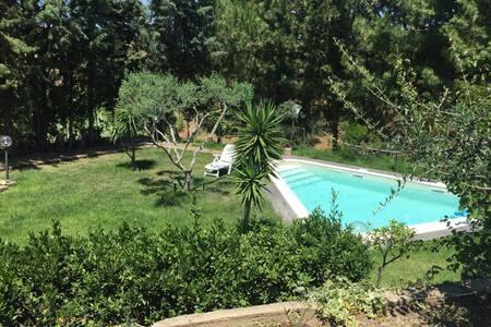Villetta con piscina tra Cefalù e Palermo - Villa