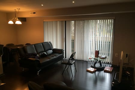 Your Home away from Home, Awesome modern 1Br Condo - 公寓