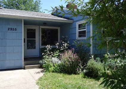Charming South Eugene studio in garden setting - Eugene - Apartamento