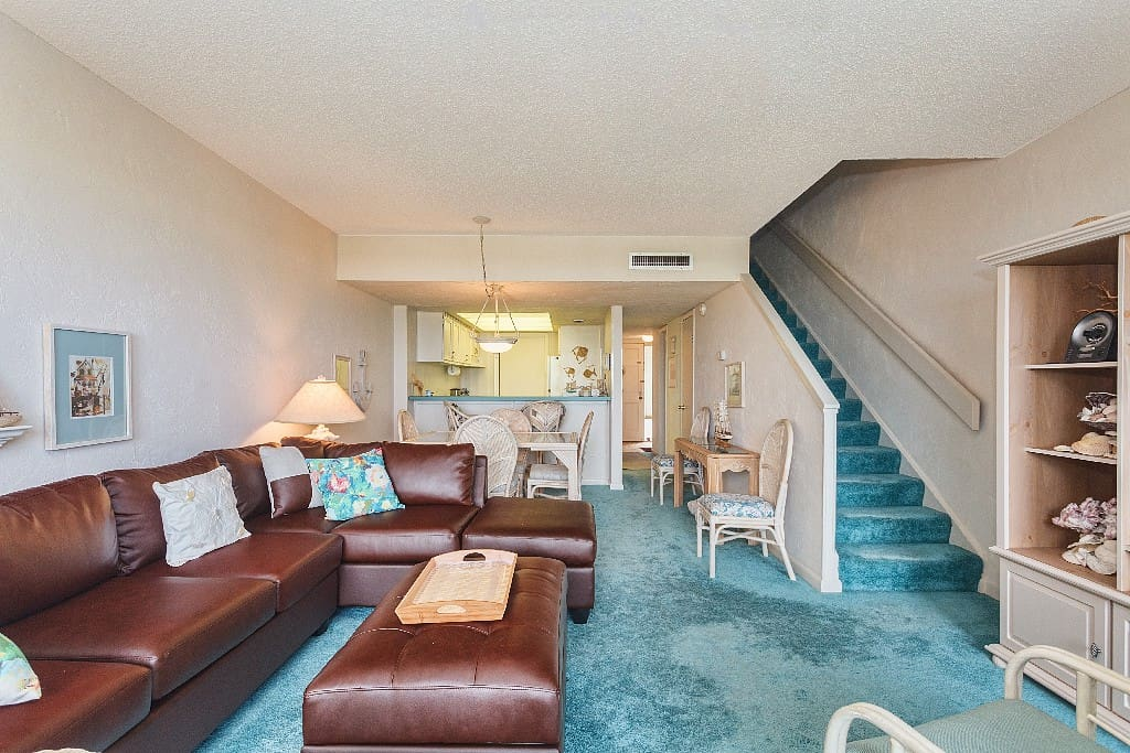 Spread out and relax. Whether you want to gather everyone round for popcorn and a movie, stretch out for a nap on the comfy couch, or take advantage of the iHome radio with iPad/iPhone dock, the living room of Island House A208 provides plenty of space fo