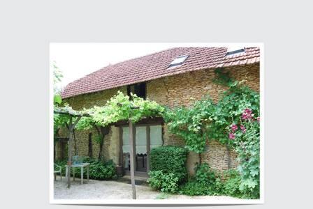 Grange 4 à 8 p Saint Amand de Coly - Saint-Amand-de-Coly