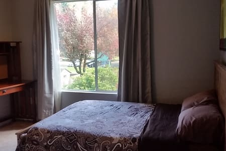 Private Room Near Bus, Trails, Wineries, and More - Kirkland