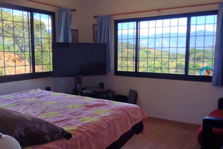 Incredible Mountain View-2 Bdrm Suite-Quite - House
