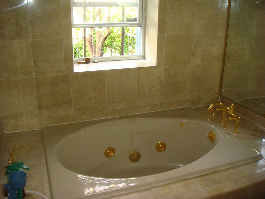Upper bath with Jacuzzi