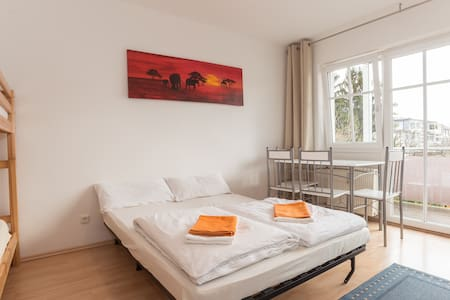 1-bdrm flat for 1-4 in top loc - Munich - Apartment