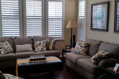 Private room in a convenient commute location. - Pittsburg - Casa
