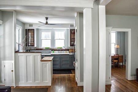 Grey Victorian - Hudson - Ház