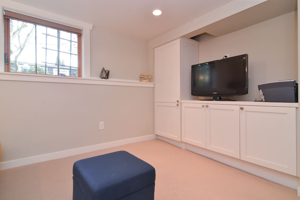 "Opposite view of Living Room showing 32"" flat screen TV with cable, DVD/Blueray player and garden view!"