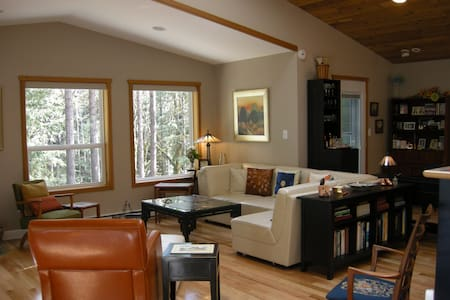 Luxury Apartment in Shawnigan Woods - Lakás